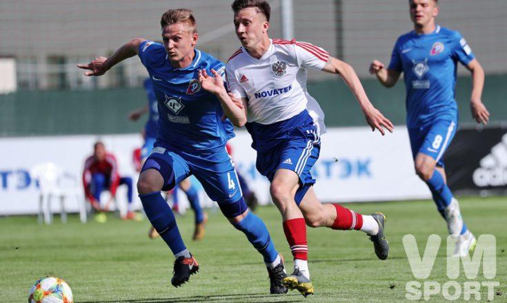 Футболисты сборной России разгромили со счётом 6:0 ФК «Чертаново» и потеряли из-за травмы Газинского.