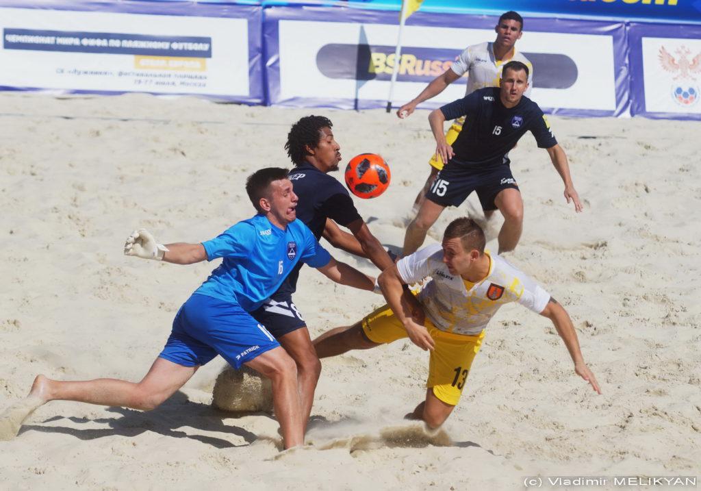 А теперь пляжный футбол!