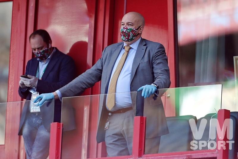 Не болит голова у дятла или да здравствует футбол для функционеров!