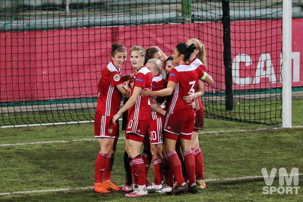 Футбольный биатлон в пользу России под звуки Лиги Чемпионов