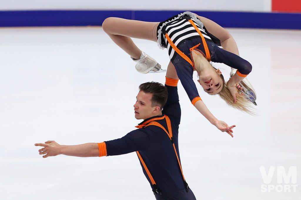 Мишина и Галлямов лидируют после короткой программы в состязании пар на этапе Гран-при в Москве