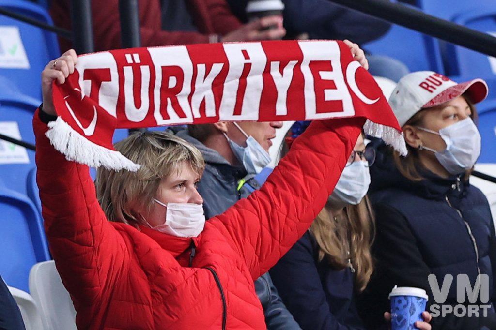 Хороший старт, удаление, пенальти, и поражение в Стамбуле